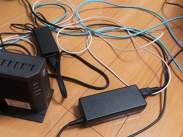 コード・ケーブル類を片付ける