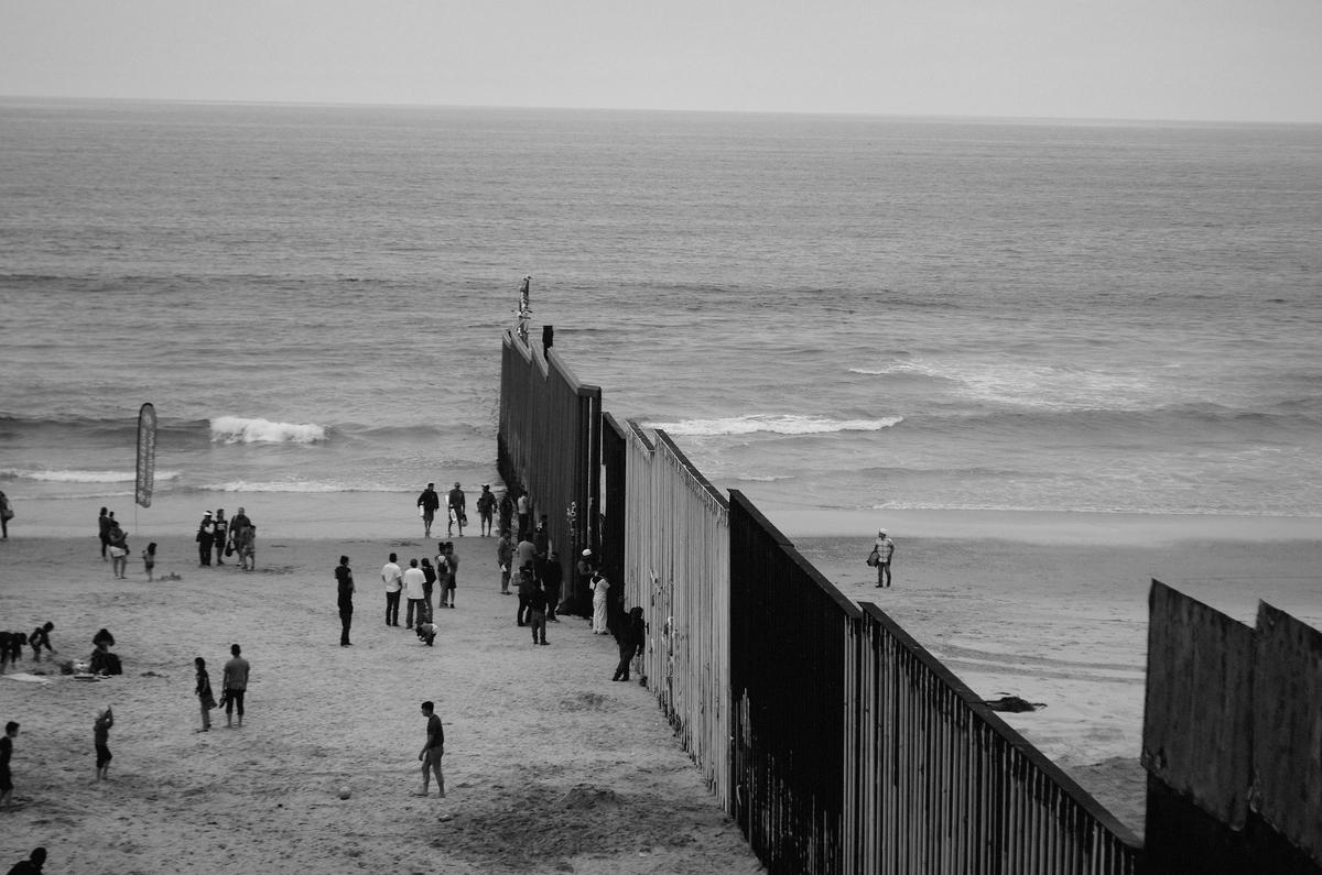 アメリカ メキシコ 国境 柵