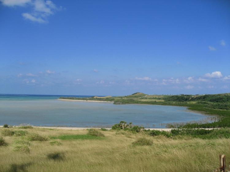 石長田海岸とアカヤ崎  (小浜島)