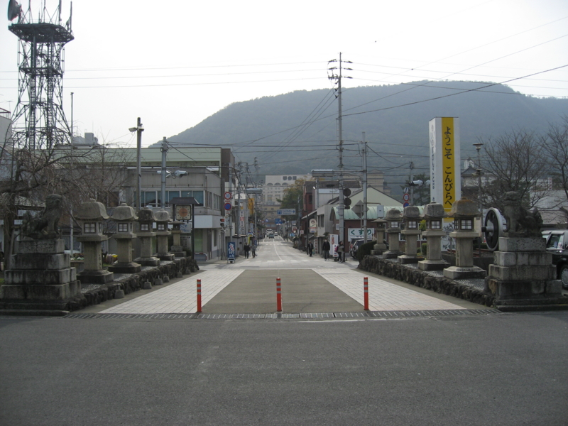 JR琴平駅前 (香川県琴平町)