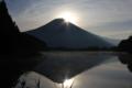 湖からの富田貫士山/もう少しでダブルダイヤモンド富士 (