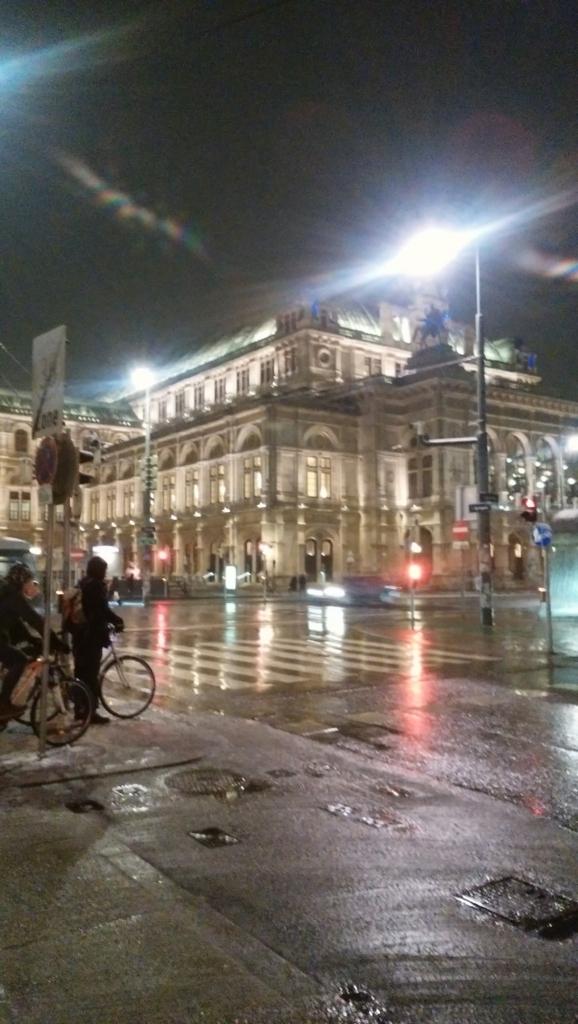 夜のウィーン国立歌劇場