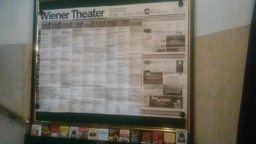 フロントの掲示板に貼ってあった演劇スケジュール