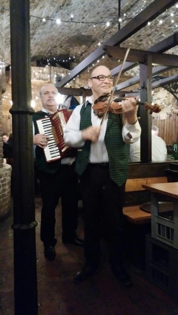 ヴァイオリニストとアコーディオニスト
