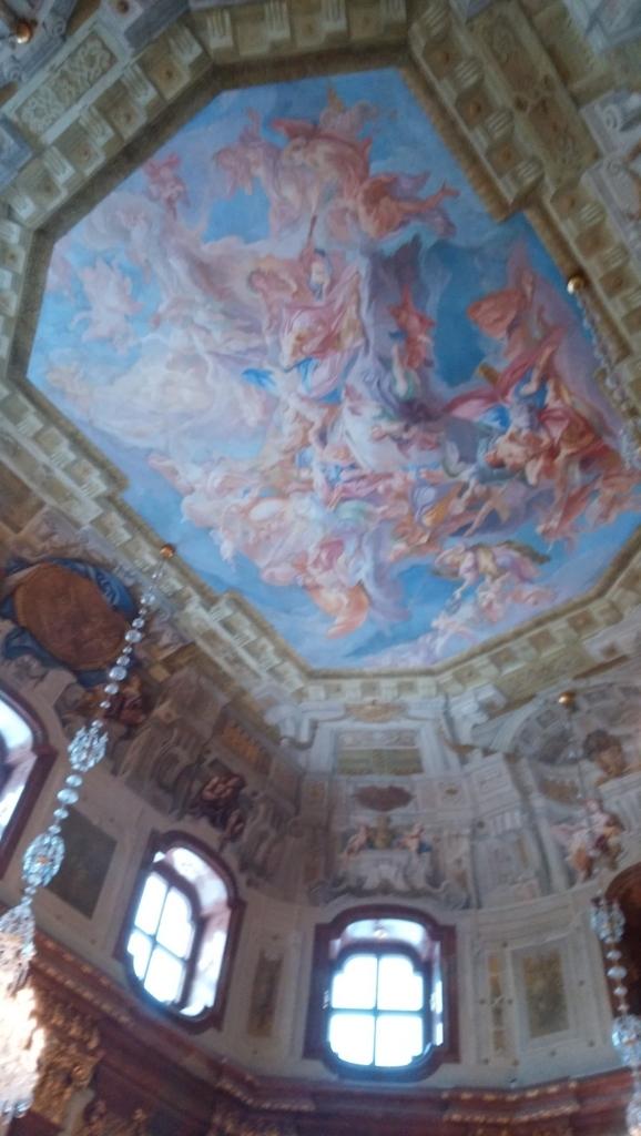美術館入口の天井画