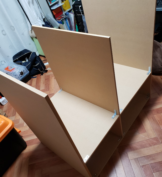 木ネジとL字ステーで組み立て