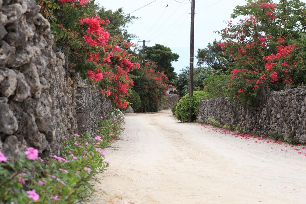 竹富島の白砂の道