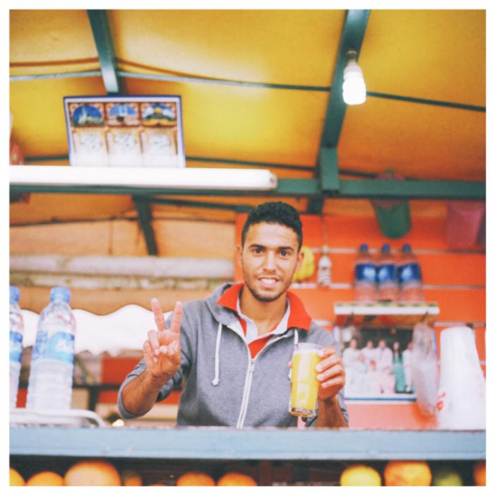 フナ広場 屋台のオレンジジュース