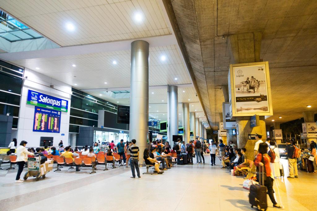 タンソンニャット国際空港 ターミナル出口