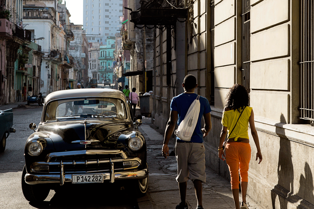 キューバ 旧市街地 クラシックカー