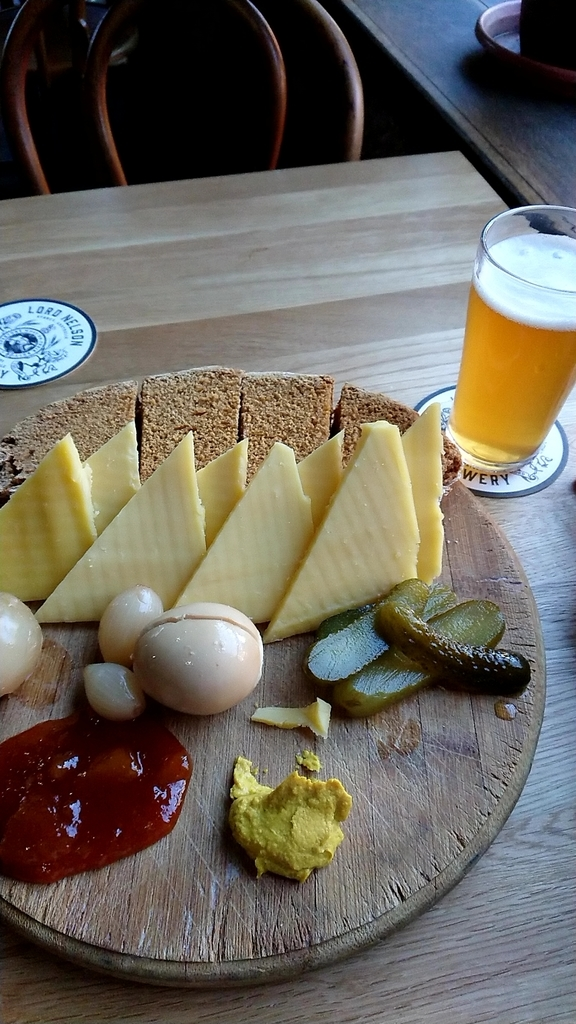 f:id:skyto:cheese-and-bread-lord-nelson-brewery:plain