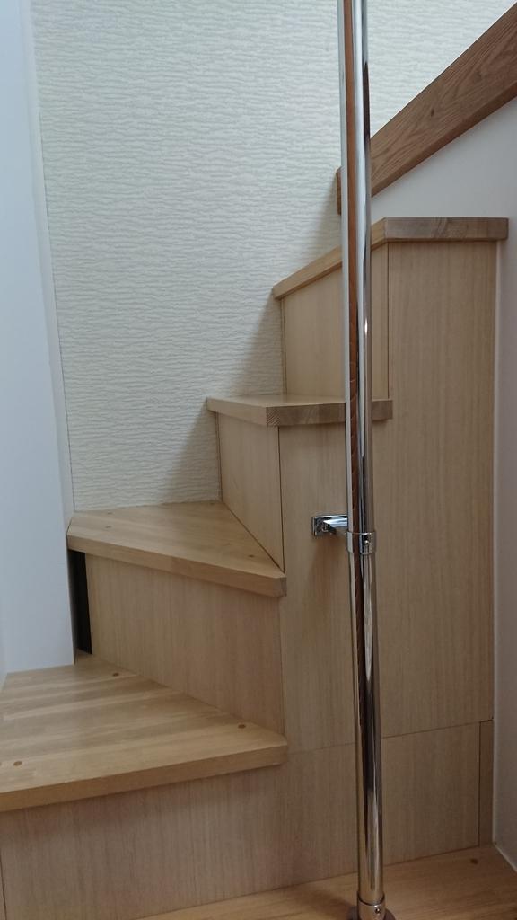 KARIYUSHI-LCH-stairs