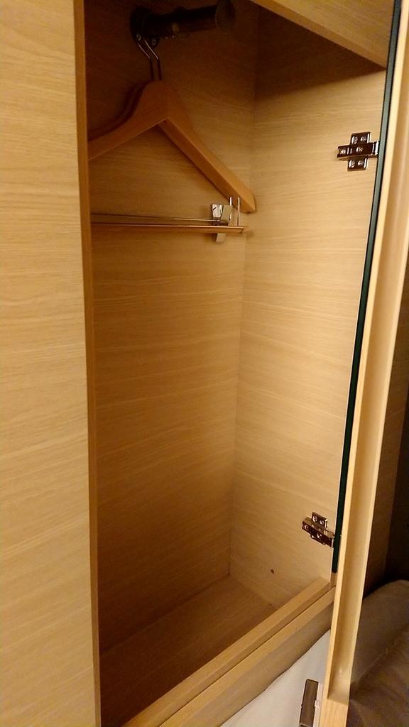 closet-y's-cabin