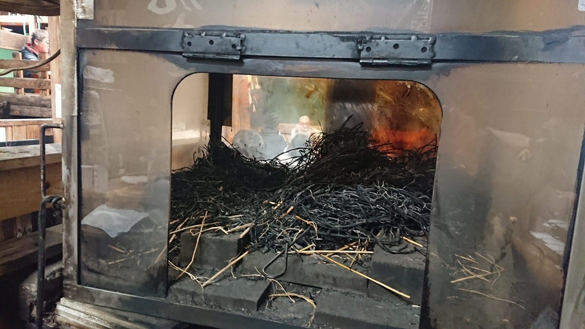 stove-for-grilled-tuna-by-rice-straw