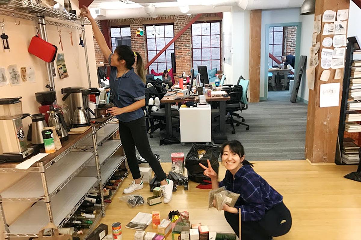 オフィス開放の準備を進めるメンバーたち