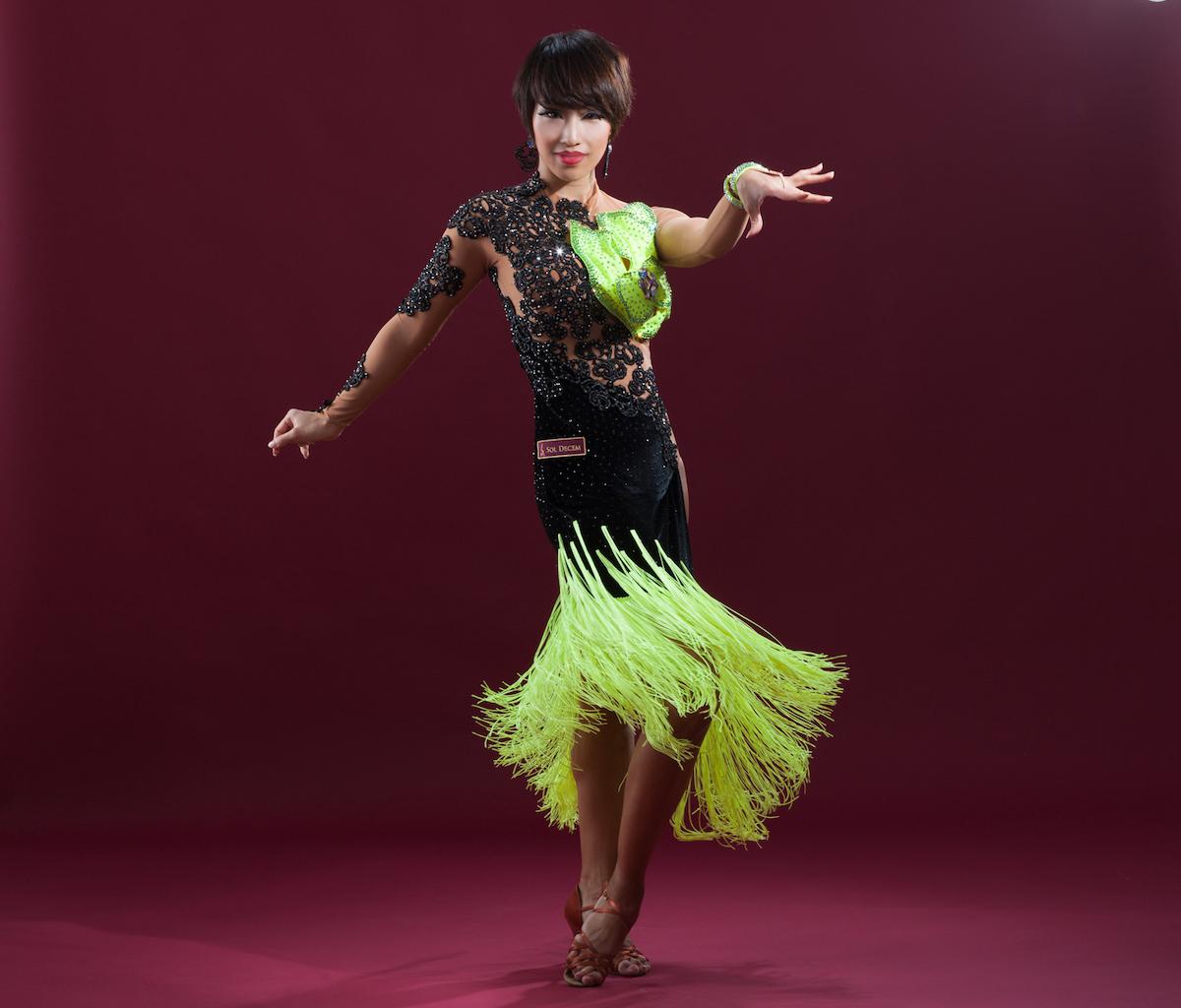 こんな感じのドレスを作って踊っていたはずが、なぜかスマニューで働き始めて現在4年目です