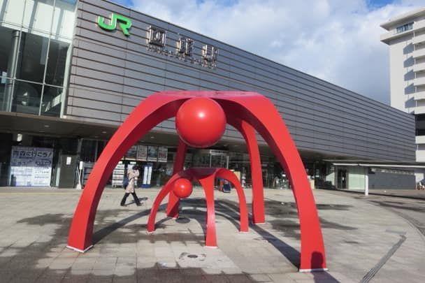 函館駅前のモニュメント