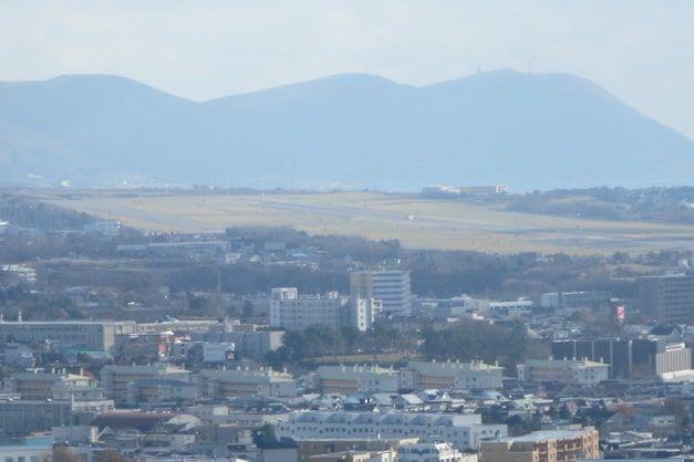 五稜郭タワーの展望台からみる函館空港