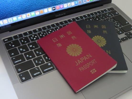 Macbookとパスポート