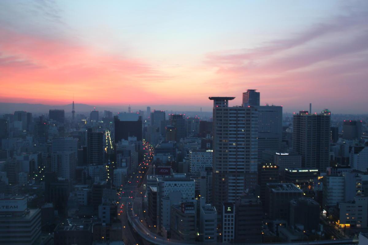 三井ガーデンホテル名古屋プレミア 窓からの朝焼け
