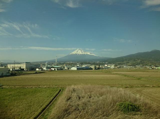 新幹線の窓からの富士山