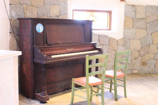 ストーンミュージアム 100年前のピアノ