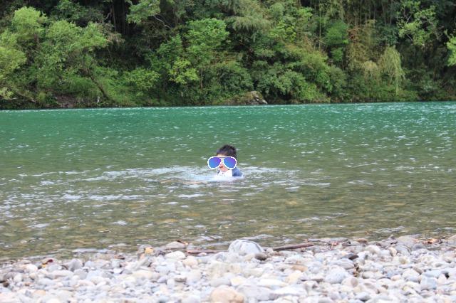 四万十川で川遊び