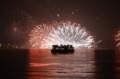 京都新聞写真コンテスト 雨中の花火見物