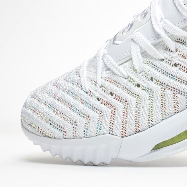 f:id:sneakerscaffetokyo:20190326170929j:plain