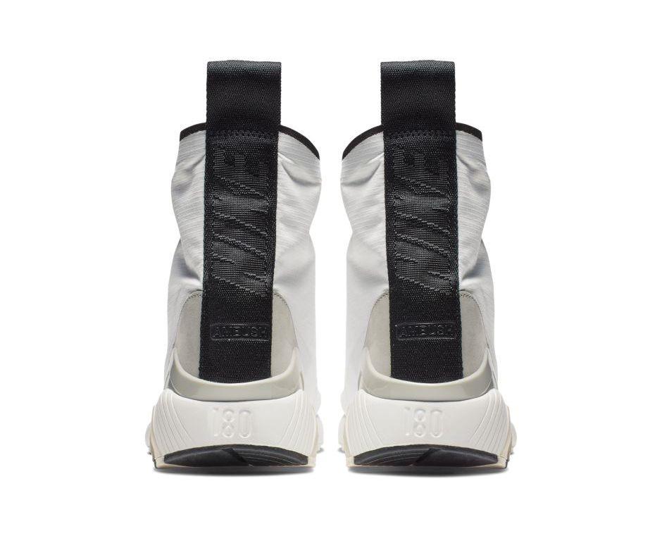 f:id:sneakerscaffetokyo:20190423174426j:plain
