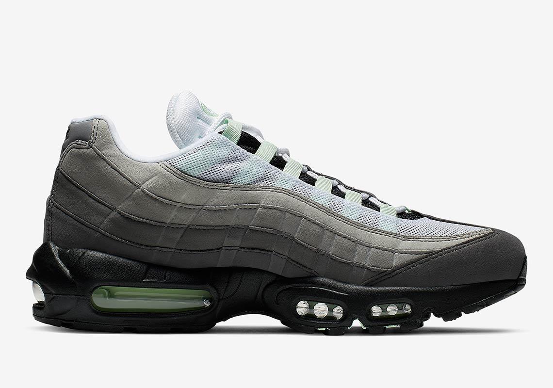 f:id:sneakerscaffetokyo:20190501073348j:plain