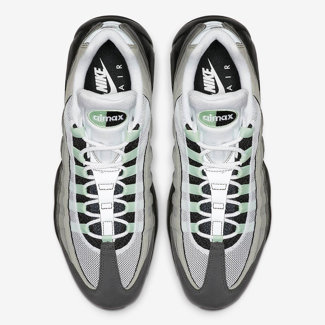 f:id:sneakerscaffetokyo:20190501073422j:plain