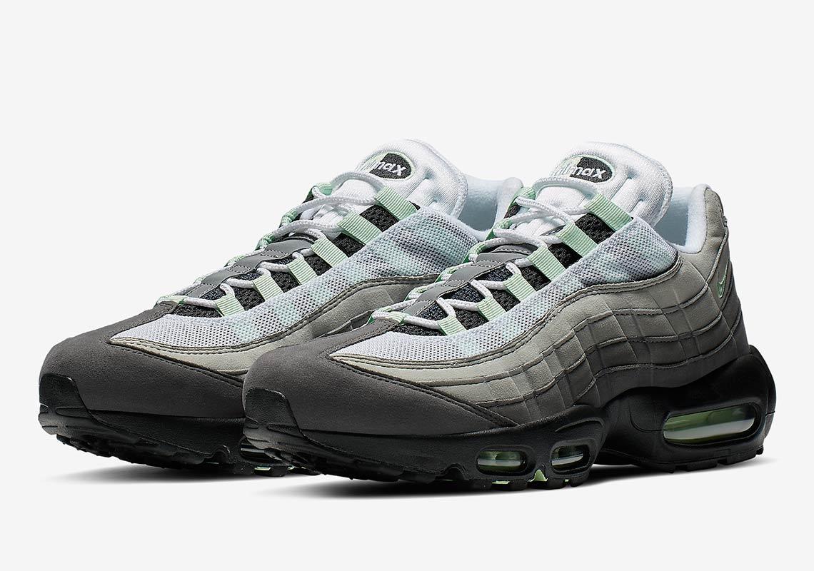 f:id:sneakerscaffetokyo:20190501073455j:plain