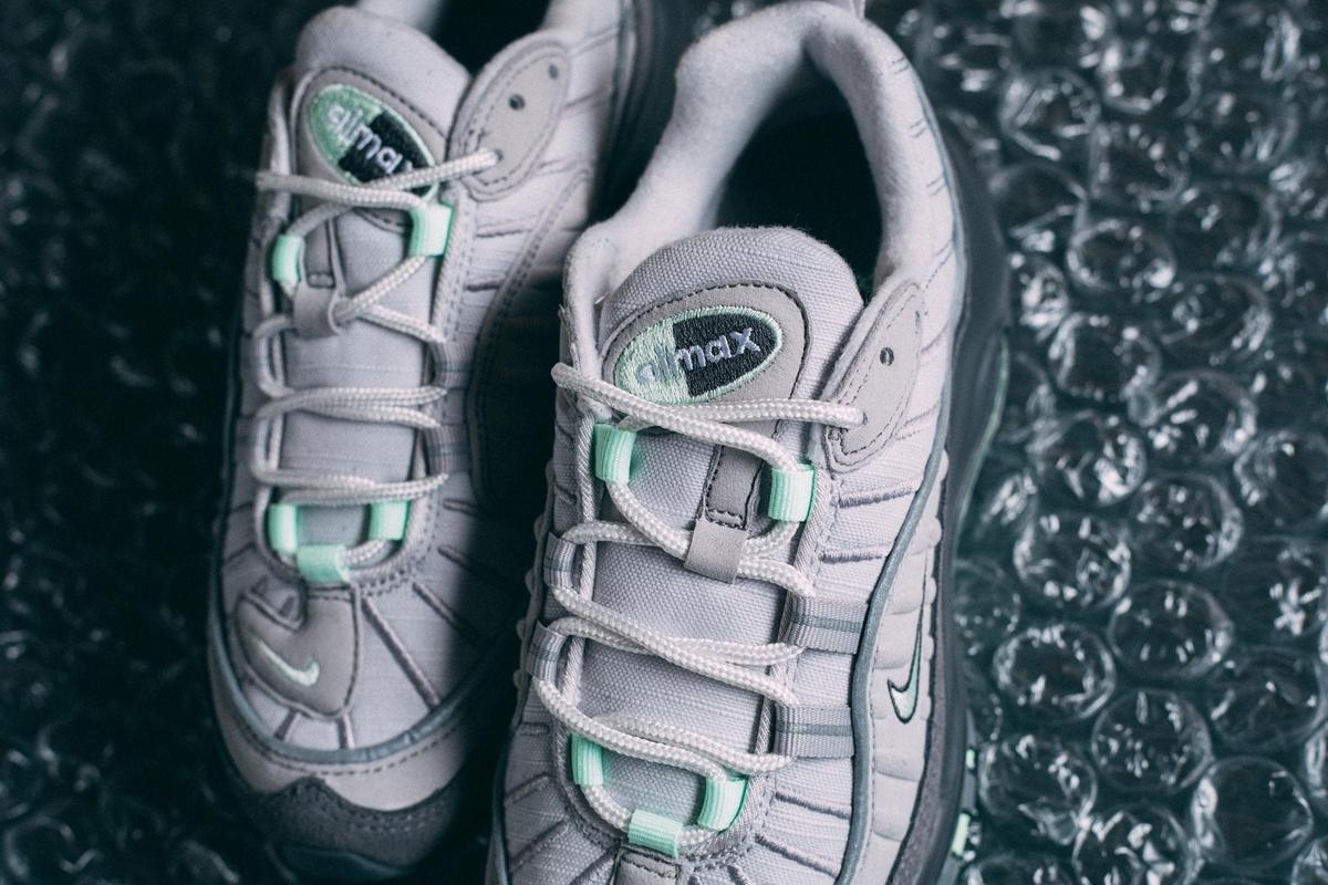 f:id:sneakerscaffetokyo:20190521144524j:plain