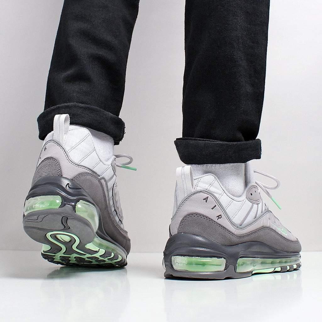 f:id:sneakerscaffetokyo:20190521144720j:plain