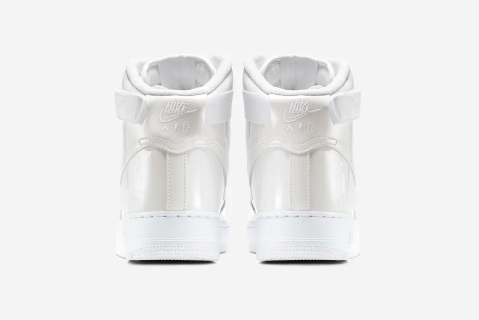 f:id:sneakerscaffetokyo:20190531172152p:plain