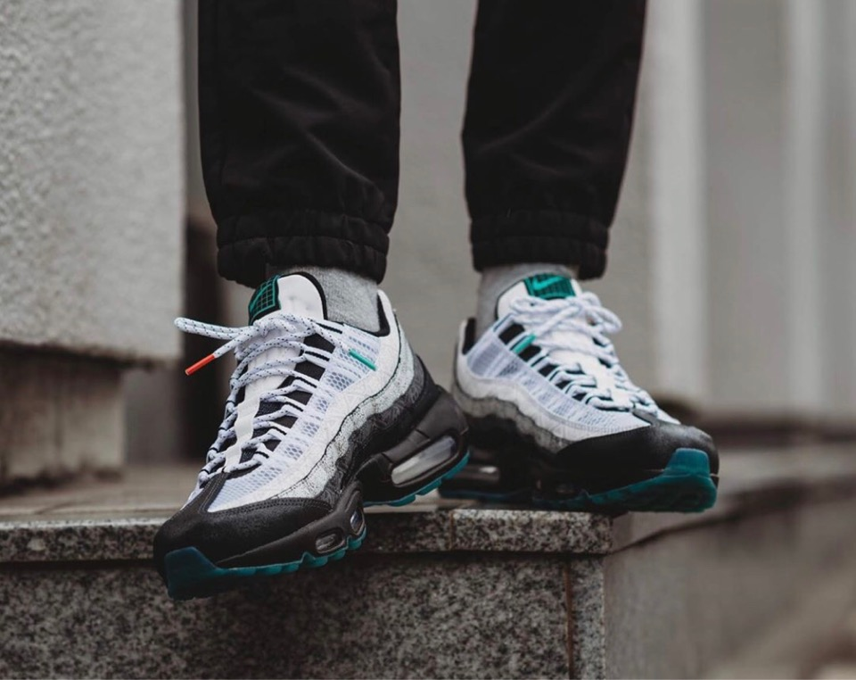 f:id:sneakerscaffetokyo:20191023190255j:plain