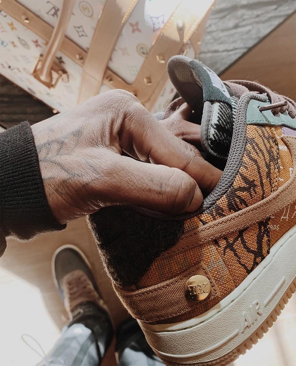 f:id:sneakerscaffetokyo:20191101094334j:plain