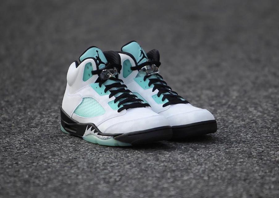 f:id:sneakerscaffetokyo:20191108150011j:plain