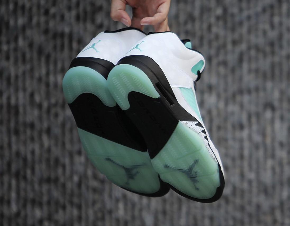f:id:sneakerscaffetokyo:20191108150100j:plain