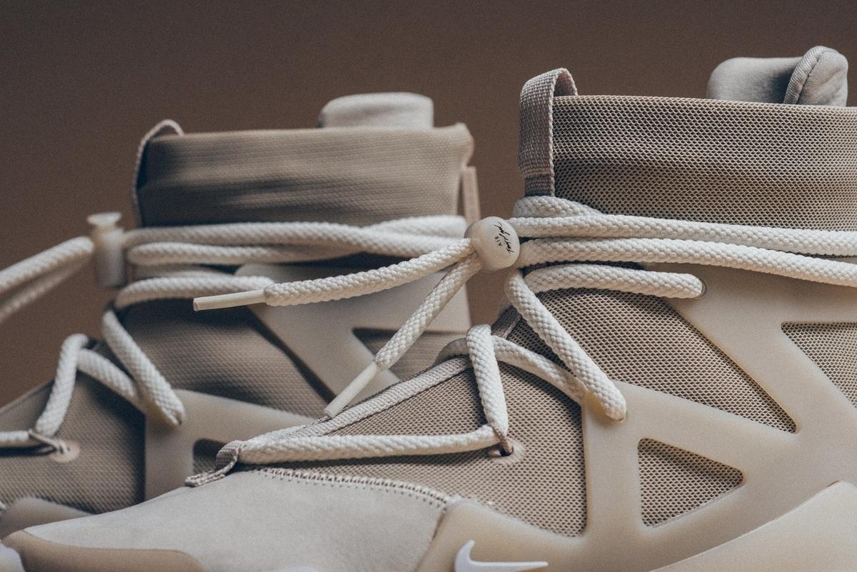 f:id:sneakerscaffetokyo:20191118102359j:plain