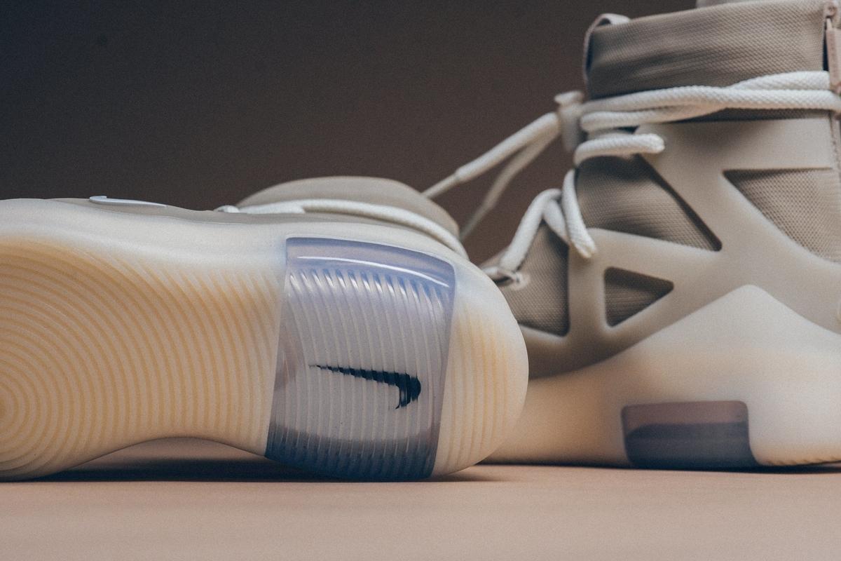 f:id:sneakerscaffetokyo:20191118102536j:plain