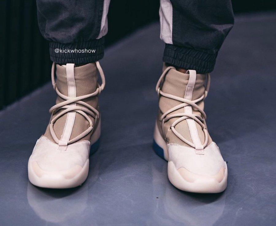 f:id:sneakerscaffetokyo:20191118102939j:plain