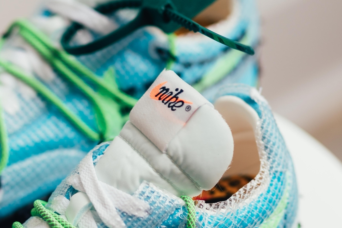 OFF-WHITE x NIKE WMNS WAFFLE RACER VIVID SKY ATHLETE IN PROGRESS CD8180-400