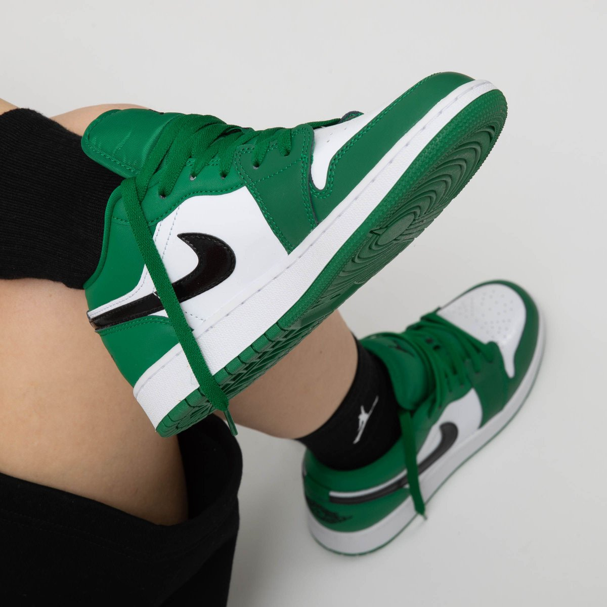 NIKE AIR JORDAN 1 LOW PINE GREEN 553558-301