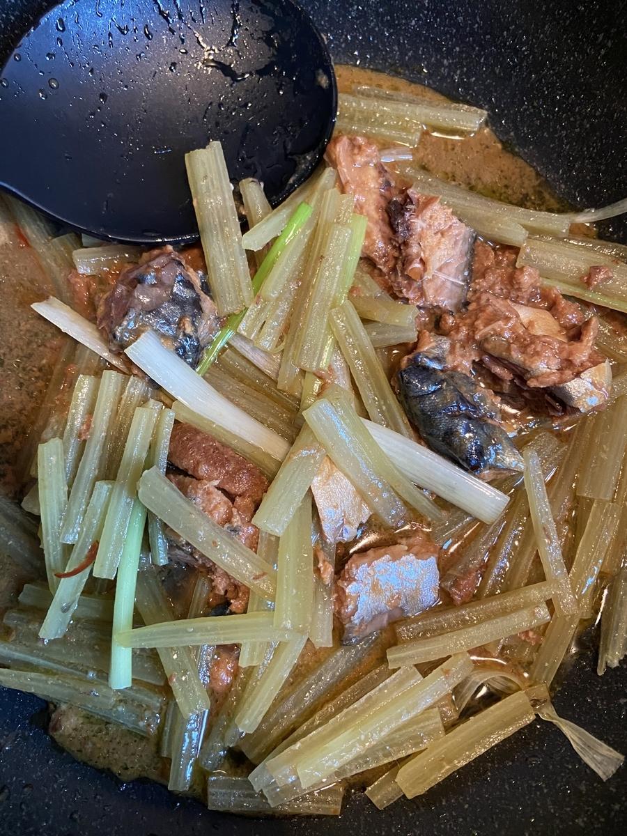 フキ パスタ レシピ サバ味噌缶