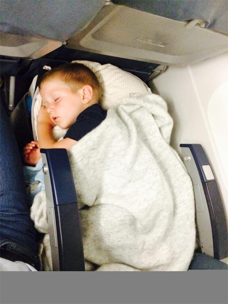 BedBoxですやすや眠る男の子
