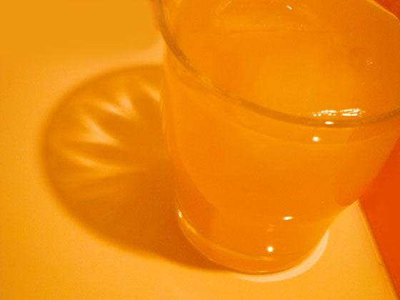 オレンジ色の酎ハイ