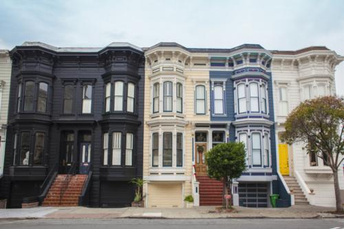 並ぶ建物の画像