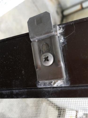 アルミサッシの上部固定金具の画像